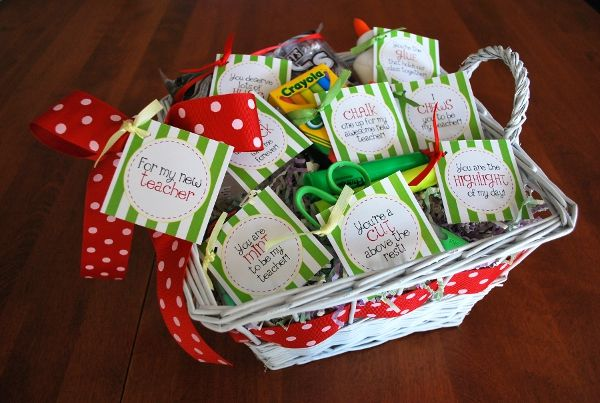 Cutest Back to School Teacher Gift EVER - Includes FREE Printables!: Back To Schools, Teacher Appreciation, Teacher Gifts Baskets, Gifts Ideas, Schools Supplies, Schools Gifts, Schools Teacher, Free Printable, New Teacher