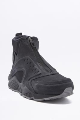 ¡Consigue este tipo de deportivas de Nike ahora! Haz clic para ver los detalles. Envíos gratis a toda España. Nike Air Huarache Mid Black Trainers - Womens UK 7: Inspired by the iconic Nike Air, this boot-like trainer from Nike features a midsole with Air-Sole units that provide lightweight cushion, an ankle strap to the reverse, and a zip closure upper. Finished with a durable rubber outer and waffle sole for added traction.       **THINGS TO KNOW:**    - Leather, rubber, suede, textile…