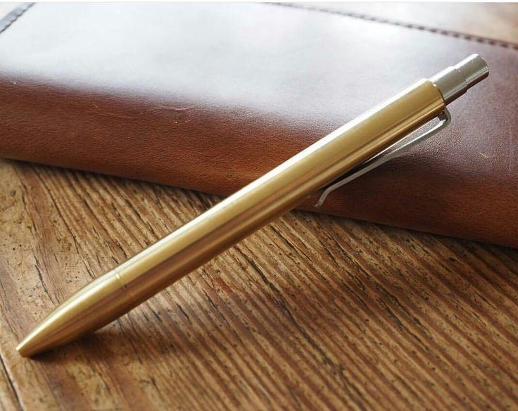 Vi har din anteckningsboks nya bästa kompis! En penna från Tactile Turn. www.sawyerstreet.se - Fraktfritt - #sawyerstreetgoods #presenttips #gentleman #herrstil #herrmode #herraccessoarer #accessoarer #penna #bläckpenna #kulspetspenna #kvalitet #mässing #brons #julklapp #julklappstips #lyx #exklusiv