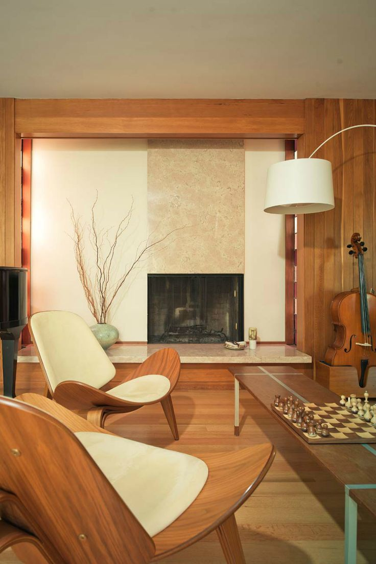 Normally, I don't find MCM very comfortable.  Gorgeous but not comfy.  However, this home seems to defy that by looking very inviting!  (Midcentury house via Dallas Texas McClain)