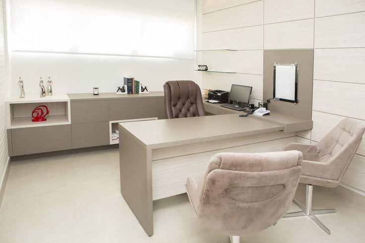 Escritorio em casa. Home office, tons claros e delicados.