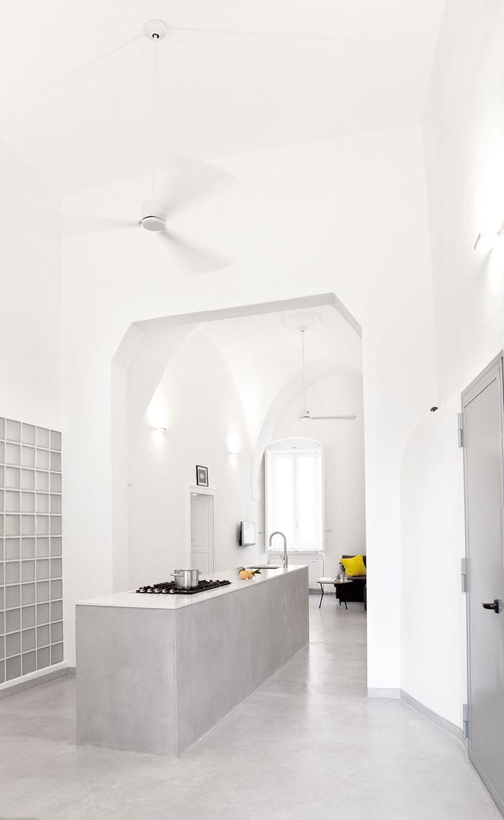 Die Küche ist das Herz des Koch-Ess-Wohn-Zimmer.  / / / / / / / / / casapolpo.com (Ferienwohnung) CASA POLPO appartamento #italien #apulien #monopoli #puglia #italia #urlaub #ferienwohnung #casapolpo #interior