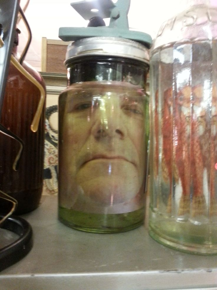 Head in a jar, assemblages, curio
