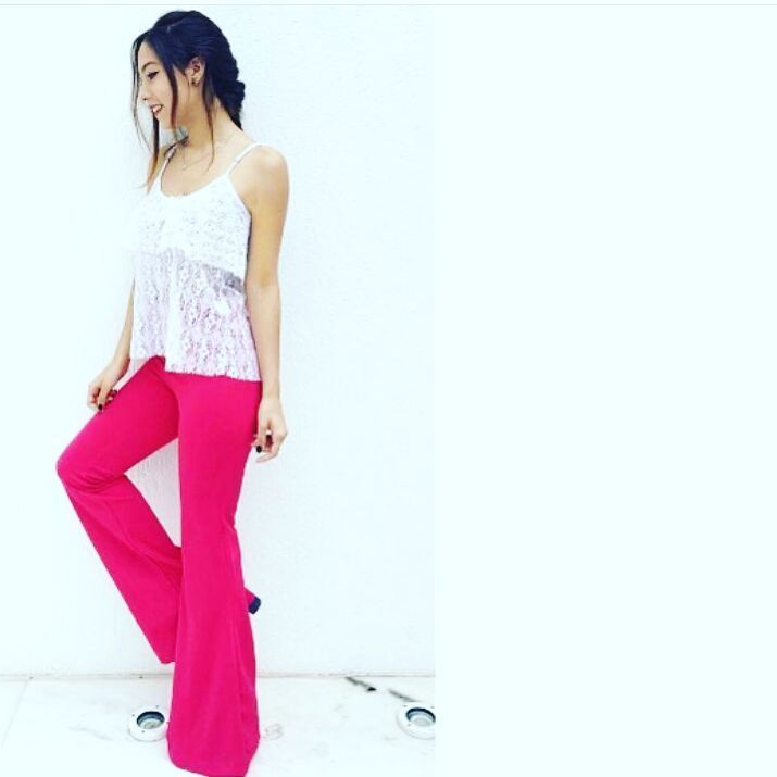 "8 Likes, 1 Comments - Cier Moda showroom (@ciermoda) on Instagram: ""Calça colorida é a cara do verão! #vempracier #ciermoda #calça #rosa #azul #instafashion…"""
