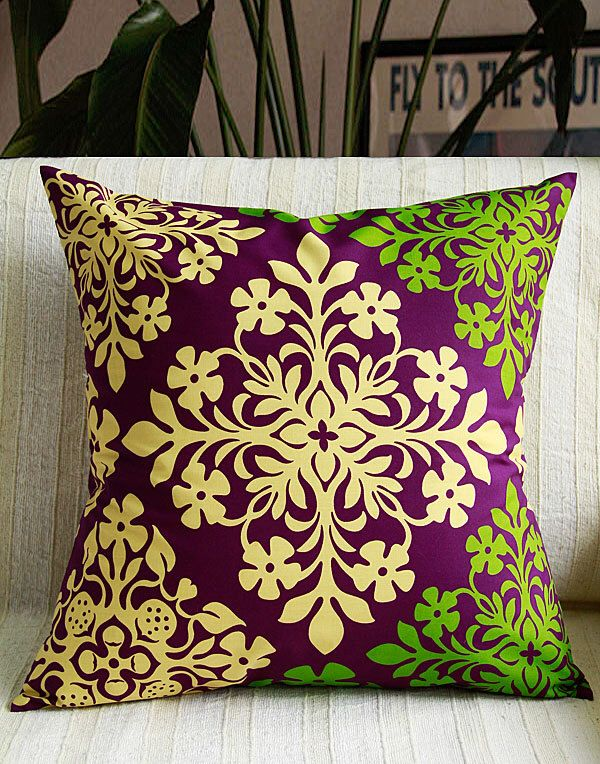 Hawaiian cushion cover,Purple quilt ,monstera ,hawaiian flower,HNLS02284(Etsy のLeimeriaより) https://www.etsy.com/jp/listing/245020643/hawaiian-cushion-coverpurple-quilt