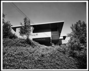 Exterior view of the Daugherty Residence, Los Angeles [s.d.] :: Library Exhibits Collection