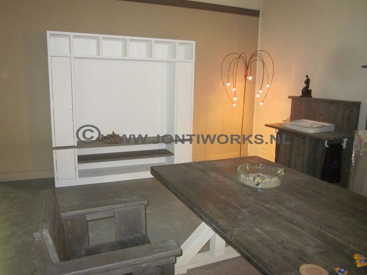 Steigerhouten TV-meubel.  JontiWorks houten meubelen, landelijk, robuust en trendy voor in uw huis, de tuin en voor uw huisdier