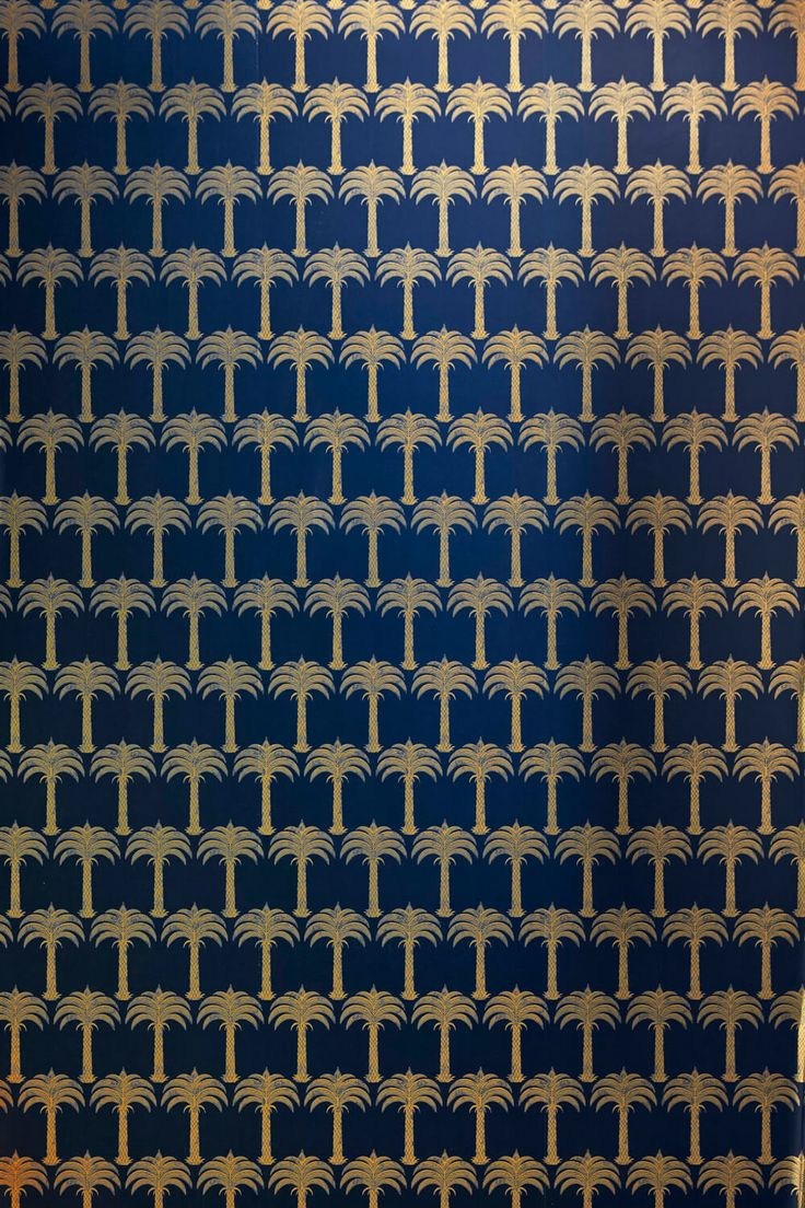 A small-scale repeat of golden Palm trees, available in an elegant midnight blue or a soft gold on parchment.