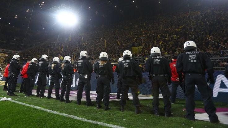 Revierderby: Polizei muss bei Ausschreitungen eingreifen - SPIEGEL ONLINE