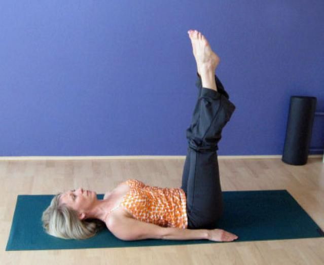 Learn Pilates Mat Exercise, The Corkscrew: the corkscrew offers a great challenge for shoulder stability and abdominal work as you rotate the legs opposite a still, calm upper body. It is an especially good exercise for the oblique muscles.