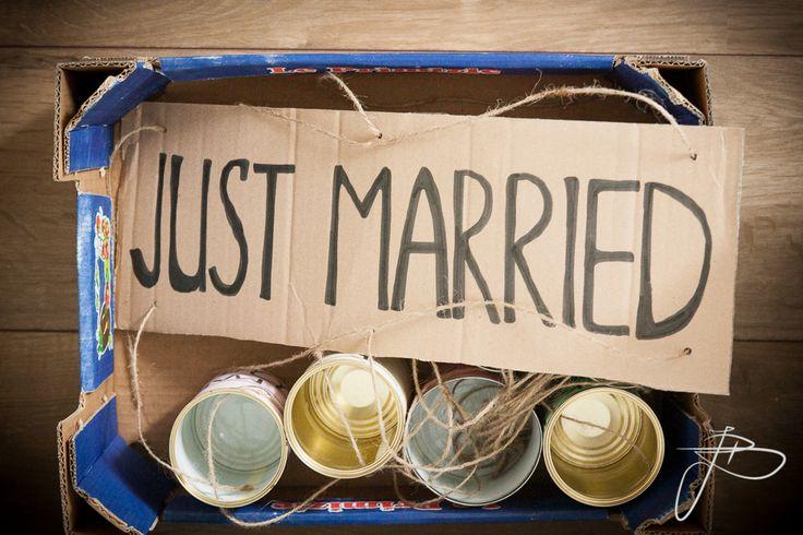 Just Married bord achter de auto | bruidsreportage Nijmegen en heel Nederland | foto: Jaap Baarends bruidsfotografie | www.jaapbaarends.nl