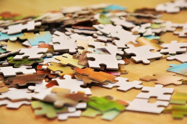 Puzzle wydają się być zwyczajną zabawą polegającą na składaniu, w pewną całość, pasujących do siebie elementów. Niemniej puzzle to logika, wyobraźnia i doskonała rozrywka nie tylko dla najmłodszych. Do wyboru mamy puzzle kilkuelementowe, ale równie takie, które składają się nawet z setek... http://blog.conrad24.pl/ukladamy-puzzle/