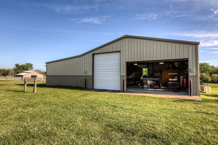 Metal barn with living quarters texas google search for Building a barn to live in