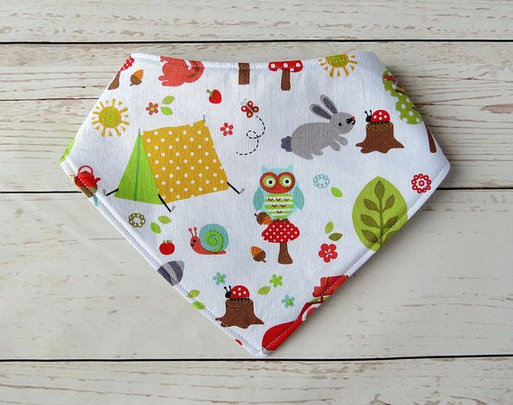 Baby will be dreaming of fun in the woods with this cute bandanna bib. Foxes, owls, squirrels and bunnies are all ready to play. The adorable bandanna bib will become an essential for keeping baby dry during those days of cutting teeth. Going to a baby shower? Youre sure to hear