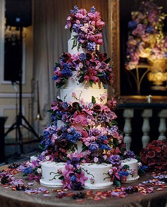 Isn't this cake stunning?  Sylvia Weinstock is the master of the sugar flower