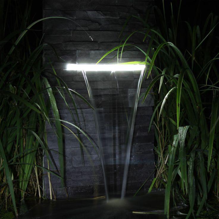 die besten 25 gartenbrunnen mit beleuchtung ideen auf pinterest teichbeleuchtung wasserfall. Black Bedroom Furniture Sets. Home Design Ideas