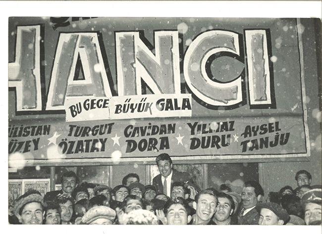 """Turgut Özatay """"Hancı"""" (1961) filminin galasında. Agâh Özgüç Arşivinden."""