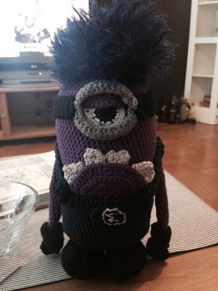 I made this following the yellow minion description in my crochet catalog here on pinterest and then adapted it to make my evil minion
