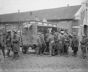 WWI, Nov 1916, Somme, Ancre; Troops outside a London coffee stall at Auchonvillers, a starting-point of the British attacks on Beaumont Hamel. ©IWM