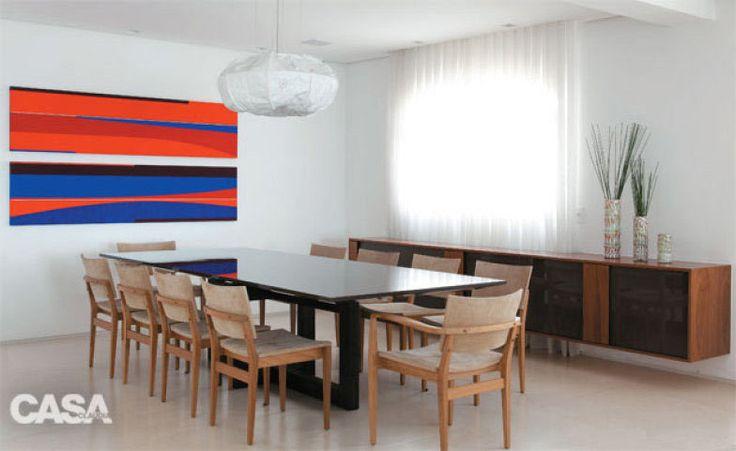 Arte no lugar certo - exposta no foco de quem entra, a tela está a 1,65 m do piso, na altura da visão, neste projeto de Sandra Picciotto