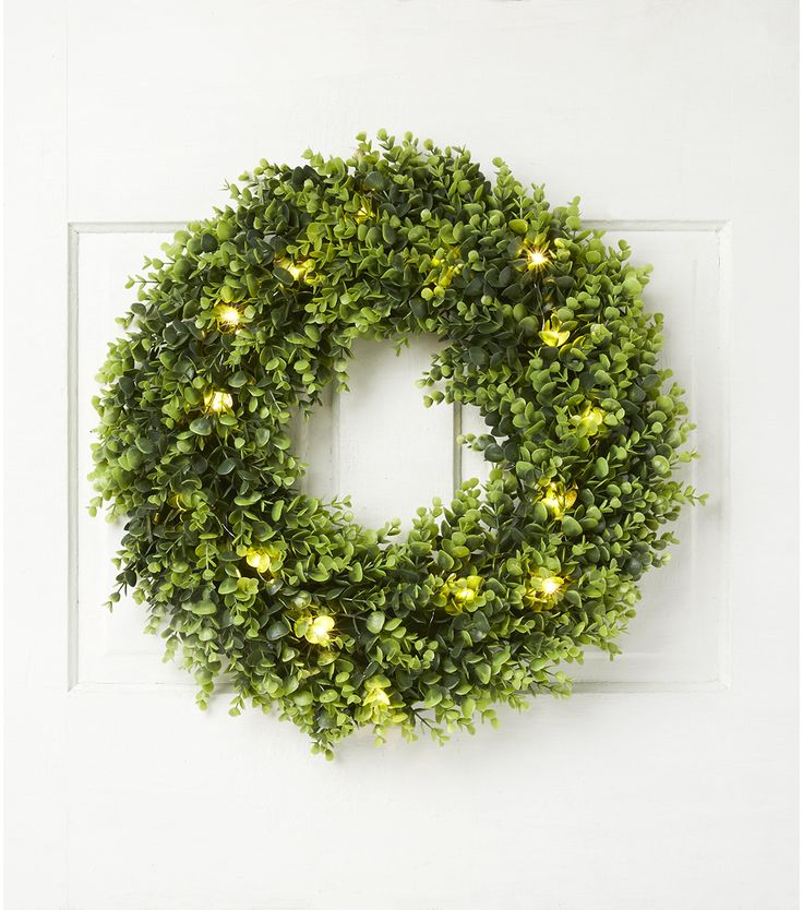blooming holiday christmas boxwood wreath with 15 lights green