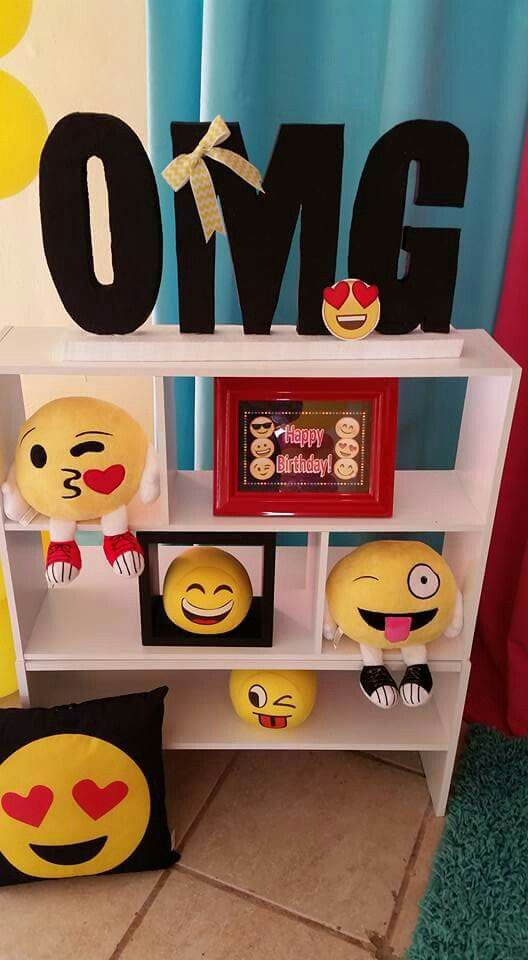 1000 images about emoji party on pinterest sleepover for Decoration emoji