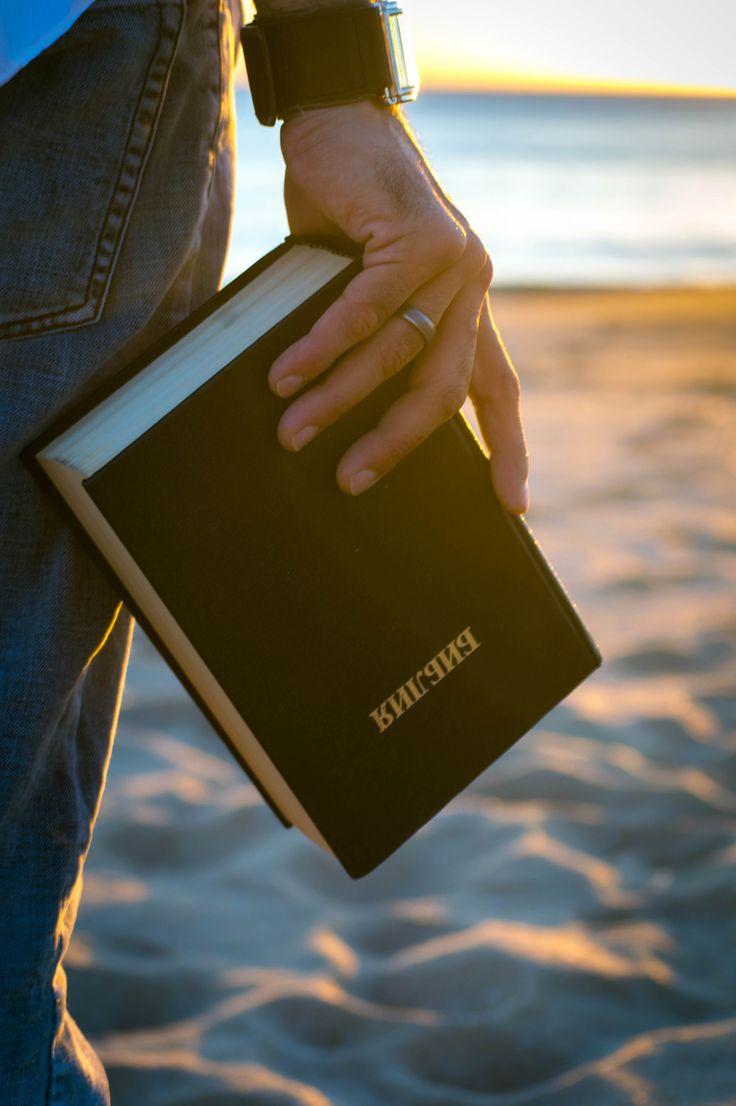 Santiago 5:16 Por eso, confiesen sus pecados unos a otros, y oren unos por otros, para que Dios los sane. La oración de una persona buena es muy poderosa, porque Dios la escucha.