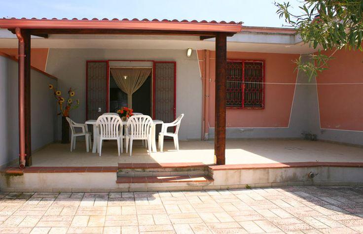 Villetta Lucia 2 dx con giardino a 110 metri dalla spiaggia di Punta Prosciutto.