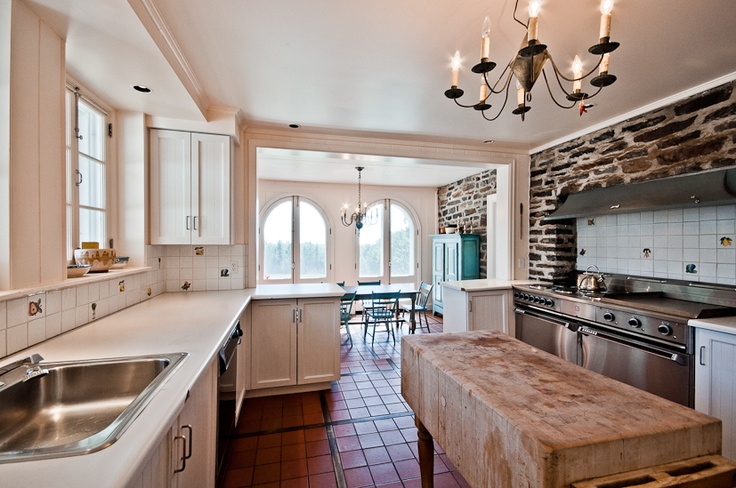What do you get when you take the romance and pleasure of food, the simple joy of cooking, and the convenience and ease of magnificent modern appliances and you whisk them together? A kitchen the most gourmet of chefs will lust after- make it yours today!