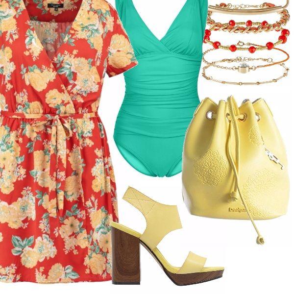 """I colori del sole e del mare in questo outfit pensato per chi ha un fisico """"curvy"""". Il vestitino con ampio scollo ha tutti i colori dell'outfit: arancio, giallo e verde acqua, richiamati poi dai vari elementi. Verde acqua per il costume con un profondo scollo per esaltare il decolletè, giallo per borsa e sandali alti e arancio per i bracciali. Perfetto per una giornata al mare, o, senza il costume, per una passeggiata in allegria."""