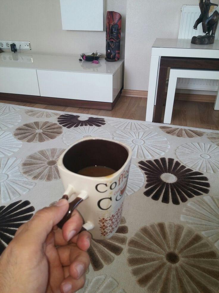 Seninle içmek kahve..  Mavi gökyüzünü içer gibi..