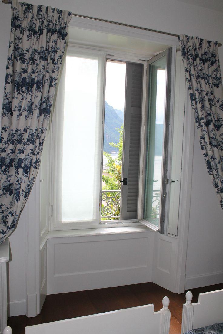 Villa stile liberty - serramento in legno larice lamellare laccato a due colori diversi interno ed esterno