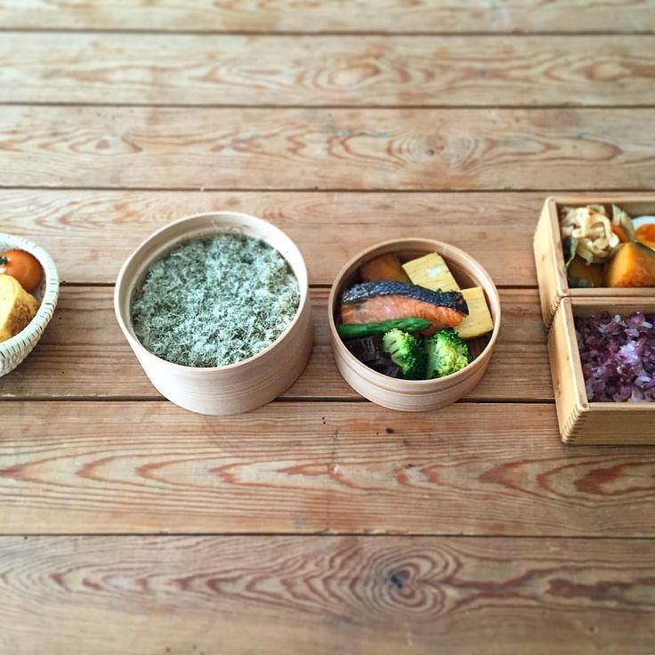 @vege_mania  「たくさん並んでいるのは、珍しくお弁当撮影だから。 作るならスタンダードがいい。卵焼き、焼き鮭、竜田揚げ、ゆで卵、切り干し大根、お漬物、煮豆、とろろ昆布。…」  #長尾智子 #TomokoNagao #ベジマニア #JapaneseBento