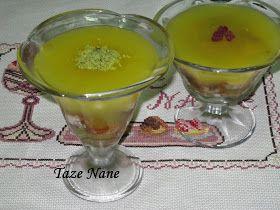 Malzemeler 6 tane limon 2 su bardağı toz şeker 3 yemek kaşığı nişasta 1 su bardağı su 5-6 dilim kek Yapılışı Limonların kabuk...