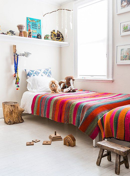 This beautiful Brooklyn town house belongs to Jenni Li, the owner of Peruvian textiles bazaar, Intiearth that she shares with her children....
