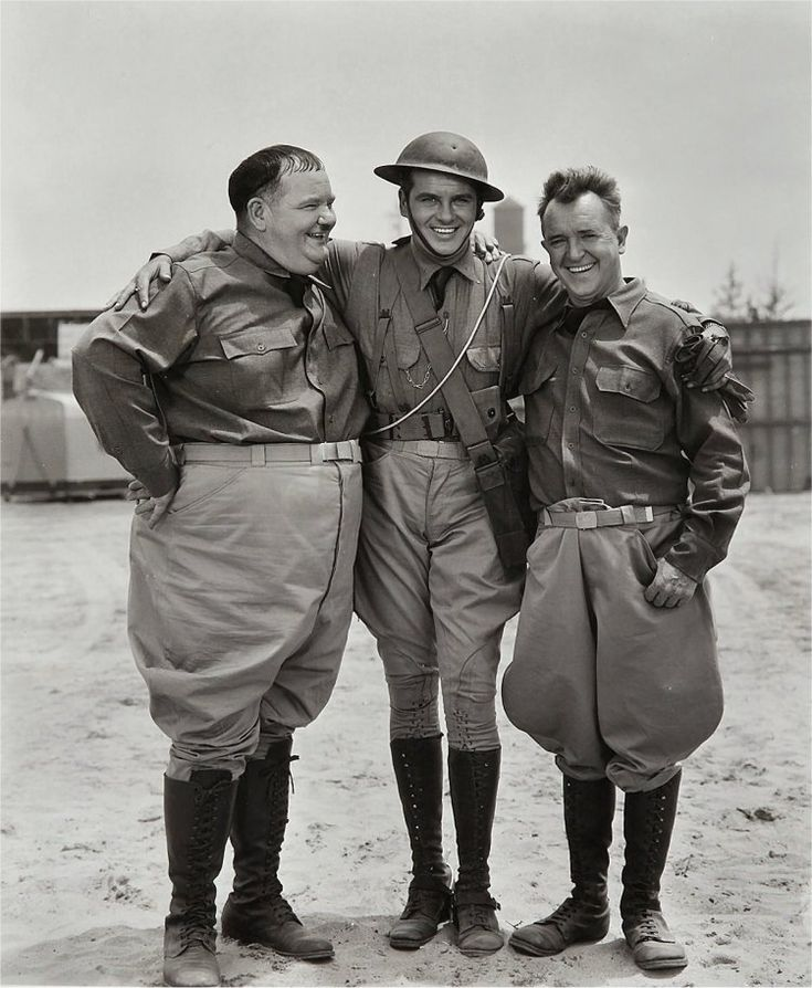 Edmund MacDonald with the Boys on the Great Guns set