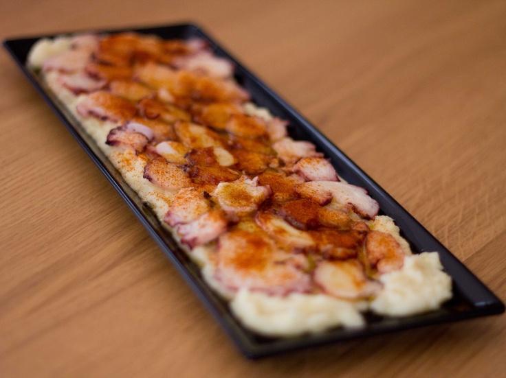 Carpaccio de pulpo sobre puré de patata