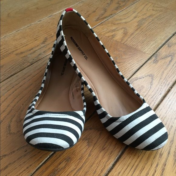 LAST CHANCE • Black and white flats Striped black and white canvas flats with a red stripe on the back. Super cute! Barely worn, maybe two times. See last post for inspiration  Mossimo Supply Co. Shoes Flats & Loafers
