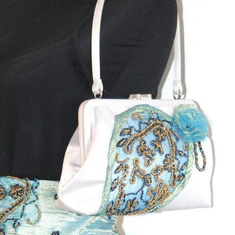 Embroidery silk purse by GyaDesign