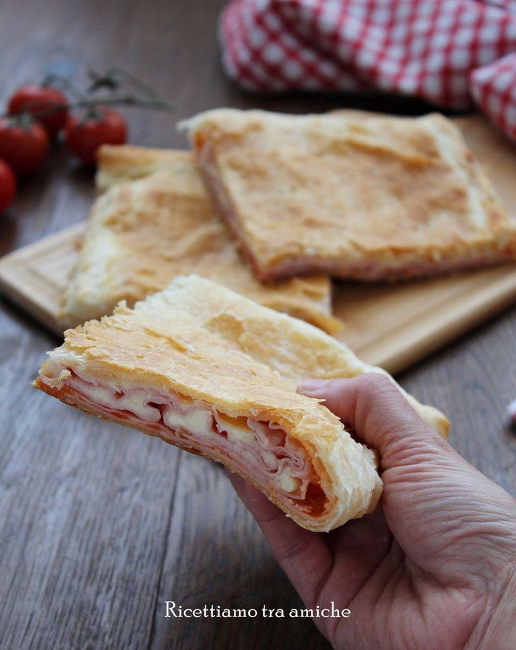 Buonissima e veloce la Parigina di pasta sfoglia ripiena di pomodoro , mozzarella e prosciutto cotto. Ideale da servire come antipasto o come piatto unico.