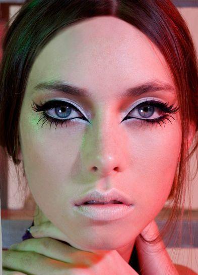 mod 60s look makeup