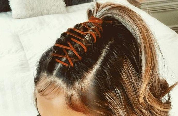 Er is geen haarstijl tijdlozer dan de vlecht en je kunt er alle kanten mee op en aan dat lijstje kunnen we nu nog een versie toevoegen: corset braids.