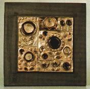 Renate Rhein heeft voor Rosenthal tien wandborden gemaakt met de namen Duif-Paard-Stilleven-Uil-Zon 2X-Vis 2X-bloemen-Pauw . De wandborden zijn gemaakt in 1963