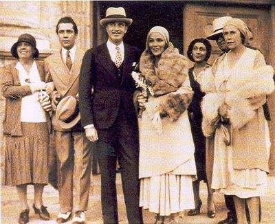 Dolores se casó con el director artístico de MGM Cedric Gibbons. La ceremonia religiosa se celebró el miércoles 6 de agosto de 1930, en la iglesia de la Misión de Santa Bárbara