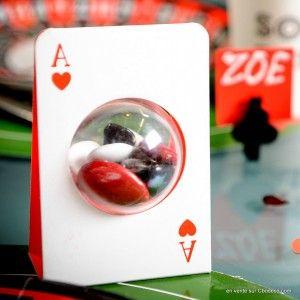 carte à jouer avec boule plexi pour dragées... sympa pour une décoration de table sur le thème #poker #magie #casino !