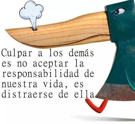 """""""Culpar a los demás es no aceptar la responsabilidad de nuestra vida, es distraerte de ella."""" (Facundo Cabral)  // No culpes a los demás. ¿Para qué?"""