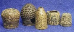 """""""De fil en aiguille"""" - Dés à coudre romains en bronze (Ier siècle)"""
