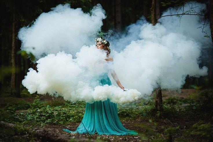 Примеры фотографий с цветным дымом, цветные дымовые шашки.