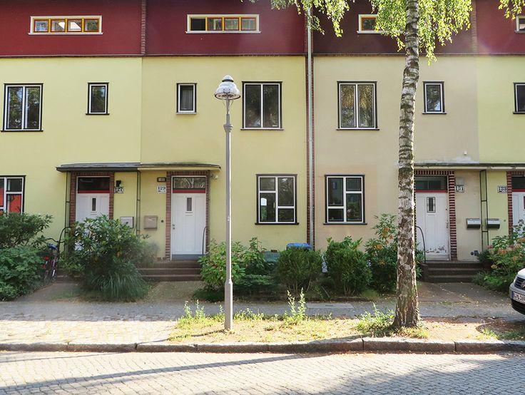ღღ Bruno Taut's best? Onkel Toms Hütte modernist housing estate, Berlin. Please click on the Pin to read some more information.