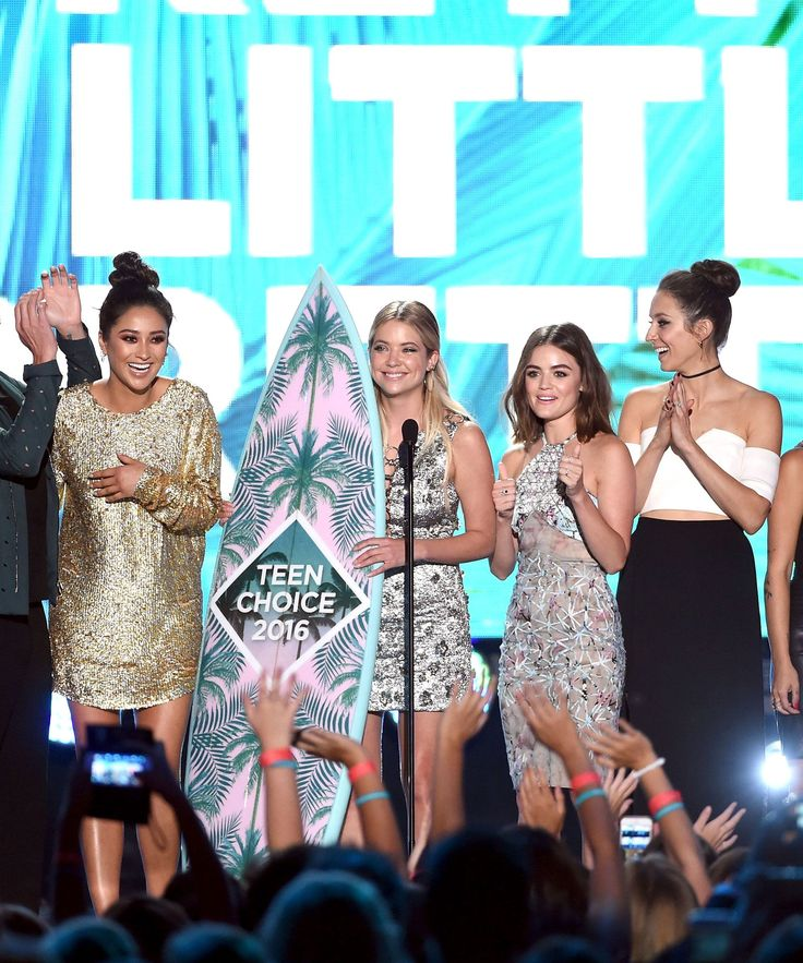 Pretty Little Liars Best Drama Teen Choice Awards 2016 | The cast of Pretty Little Liars racked up the awards at this year's Teen Choice Awards — and slayed doing it. #refinery29 http://www.refinery29.com/2016/07/118497/pretty-little-liars-best-tv-drama-teen-choice-award